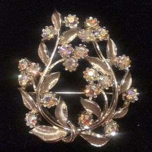 Jewelry - Vintage silver floral brooch